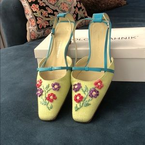 Floral kitten heels leather in EUC size 8
